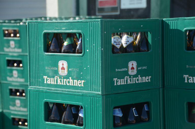 Bierkisten Taufkirchner am Abholmarkt